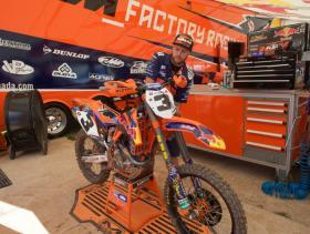 Dusty Klatts bike gets some attention [1024x768]