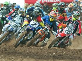 Bobby Kiniry _2_ with the holeshot in the MX 1 Pro class-2 [1024x768]