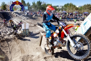 ENDUROCROSS RACERS TAKE ON GRUELING RED BULL ROCKS & LOGS RACE