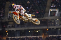 DUNGEY TAKES CONTROL OF THE SX RED PLATE IN OAKLAND